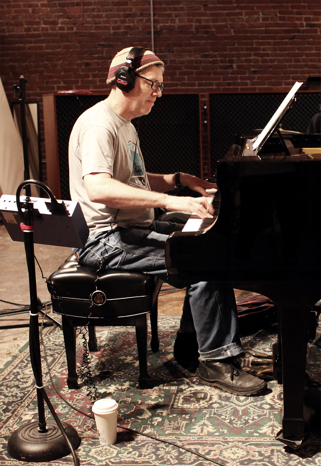 Fred on Piano 250.jpg