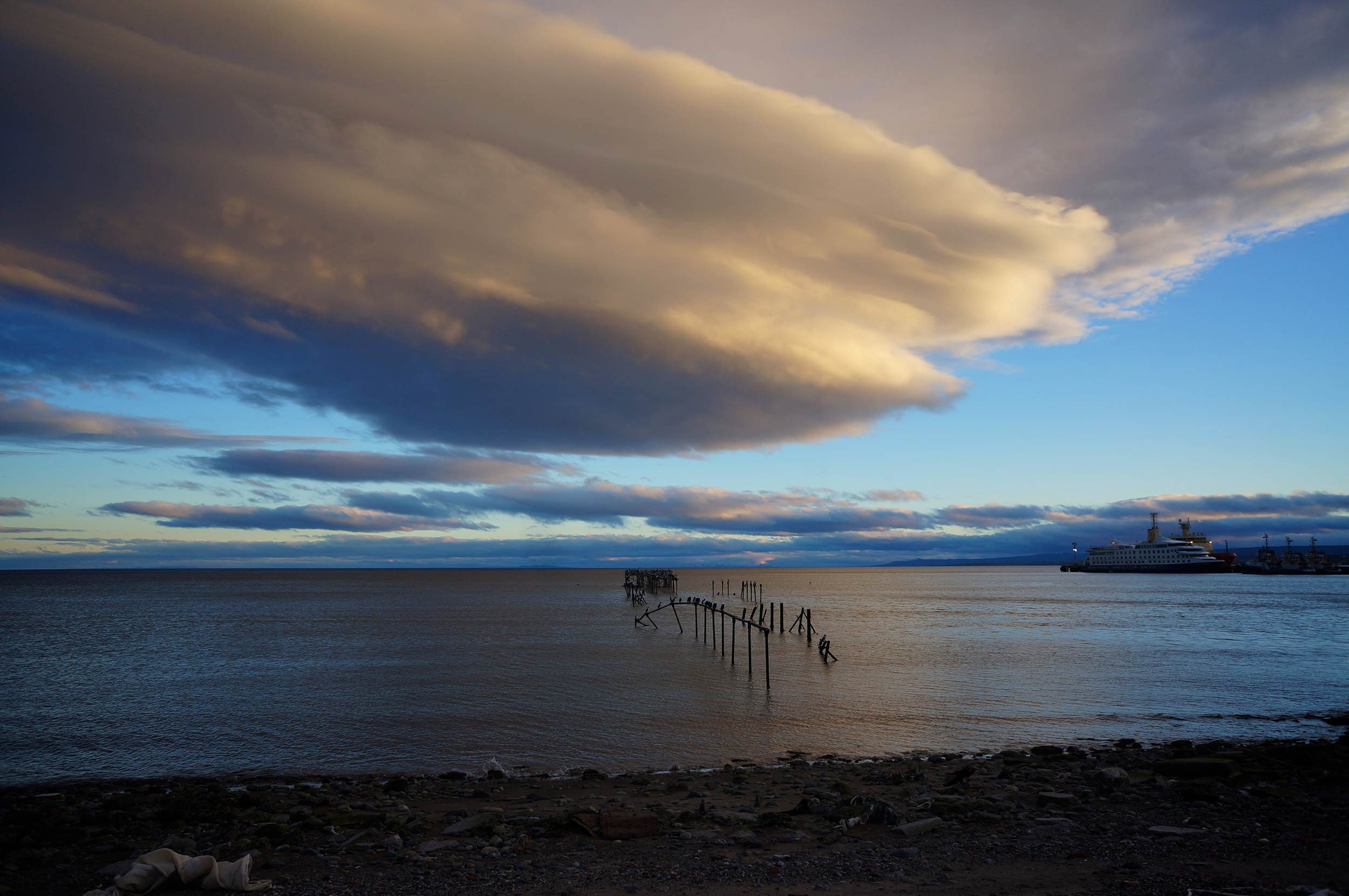 punta_arenas_waterfront_cloud.jpg
