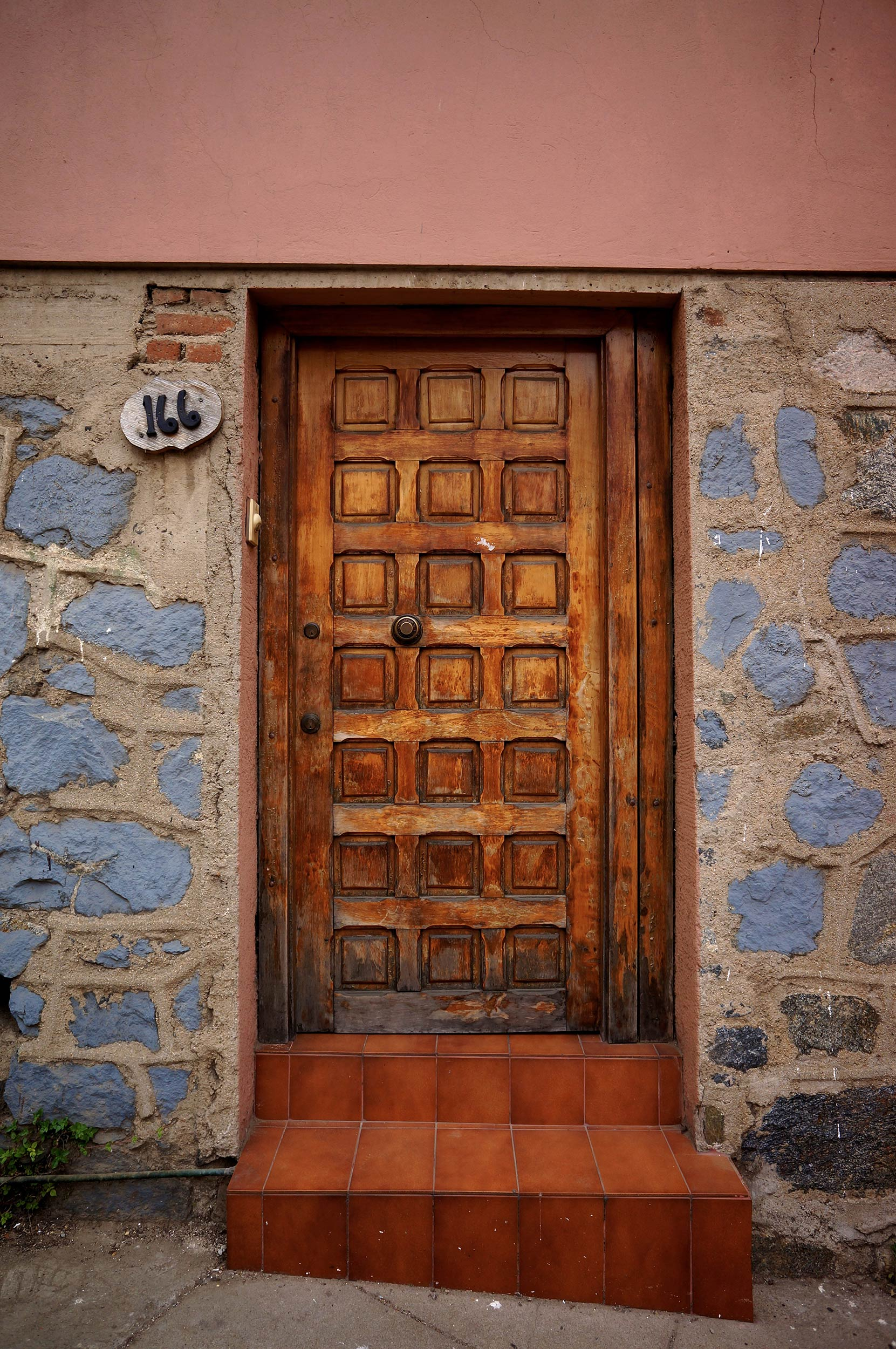 valparaiso_chile_door.jpg