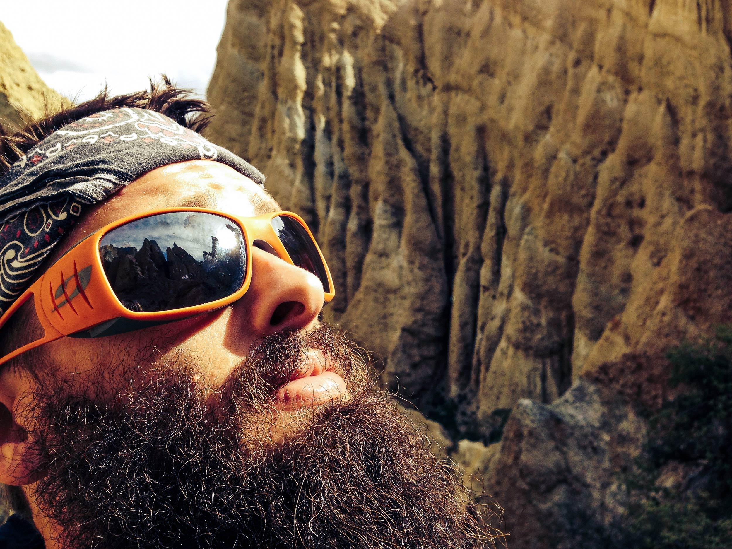 omarama_clay_cliffs_jordan_looking_up.jpg