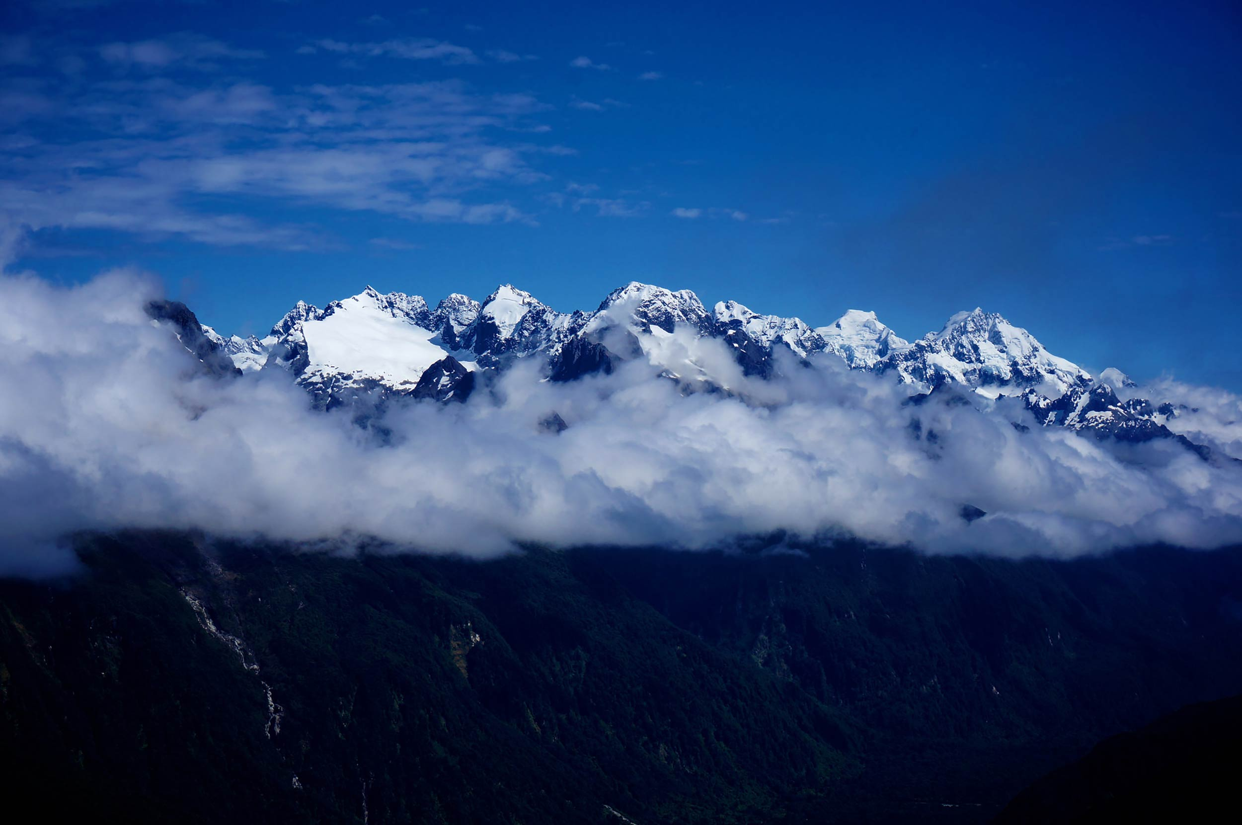 routeburn_track_moutains_above_clouds.jpg