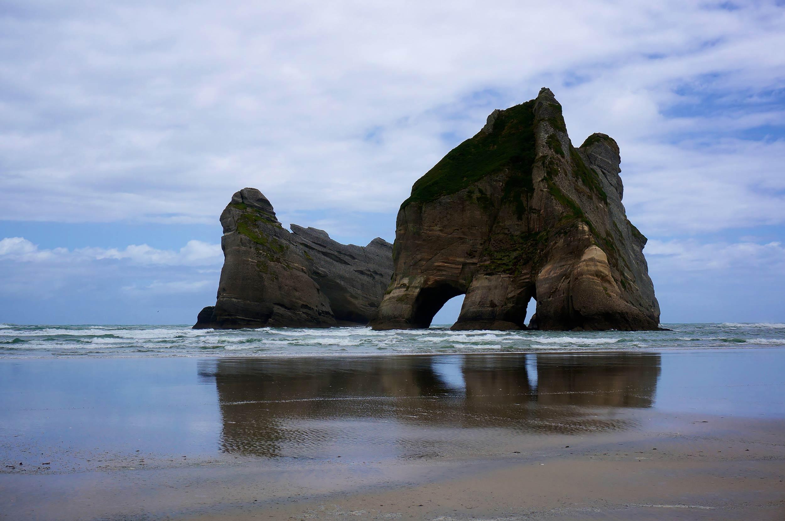golden_bay_wharariki_beach_rocks.jpg