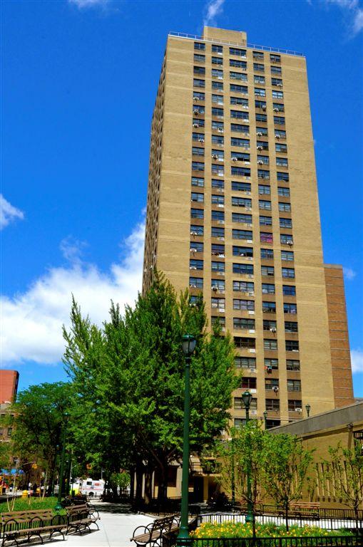 Haven Plaza Facade 1.jpg