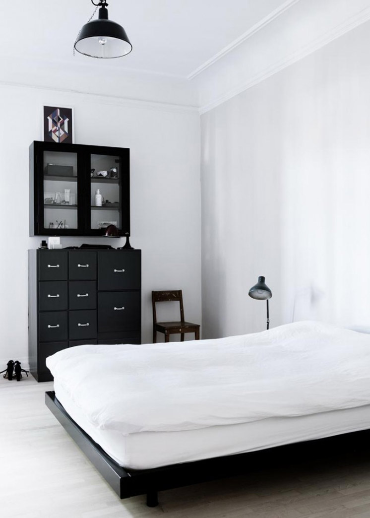 Bedroom-Yvonne-Kone-Home-©-Line-Klein-for-Elle-Decoration-Est-Magazine.jpg