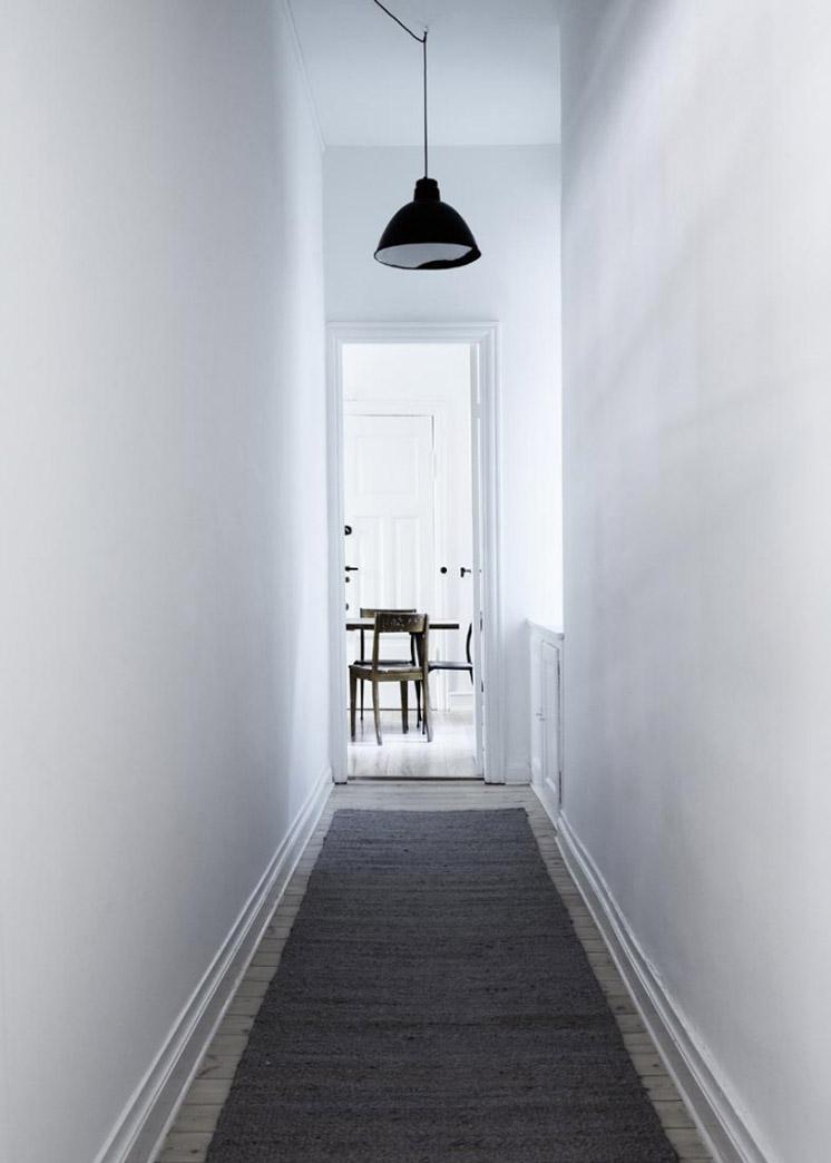 Hallway-Yvonne-Kone-Home-©-Line-Klein-for-Elle-Decoration-Est-Magazine.jpg