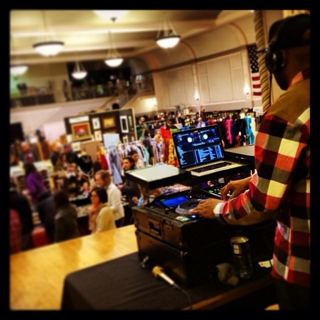 DJ D JONES CHICAGO PRIVATE EVENT WEDDING DJ CORPORATE 14.jpg