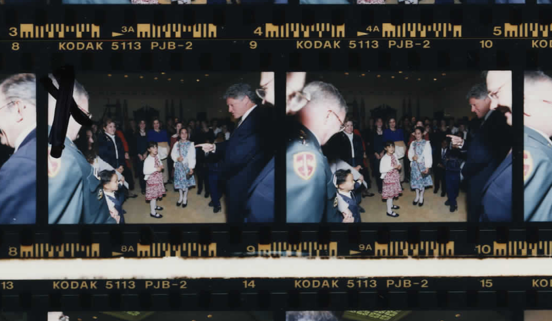 President Clinton meeting with military families on October 14, 1994 (Photo sheet: P020756)