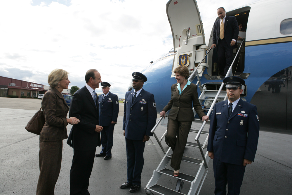 M1Hi_j0002 9/28/2006 LB. Arrives at Oakland County International Airport en route to Bloomfield Hills, MI. Met by Dick and Betsy DeVos. (George W. Bush Presidential Library and Museum)