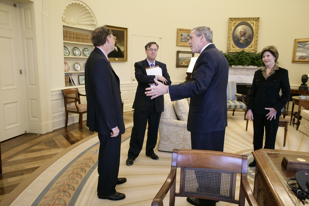 Lunch and Oval Office photo opportunity with Bill Gates and President George W. Bush on March 15, 2006.  M1Hi_j0003 (George W. Bush Presidential Library and Museum)
