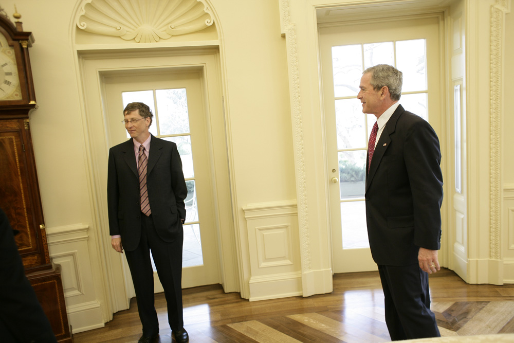 Lunch and Oval Office photo opportunity with Bill Gates and President George W. Bush on March 15, 2006.  M1Hi_j0079 (George W. Bush Presidential Library and Museum)