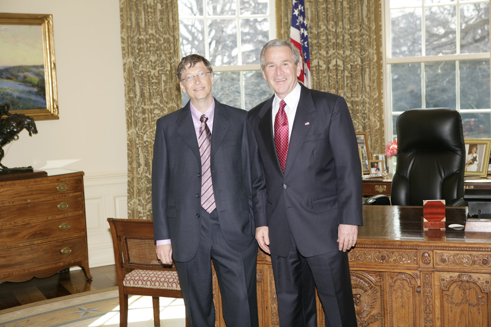 Lunch and Oval Office photo opportunity with Bill Gates and President George W. Bush on March 15, 2006. This event also included Mrs. Laura Bush and Mike Gerson.  M1Hi_j0204 (George W. Bush Presidential Library and Museum)