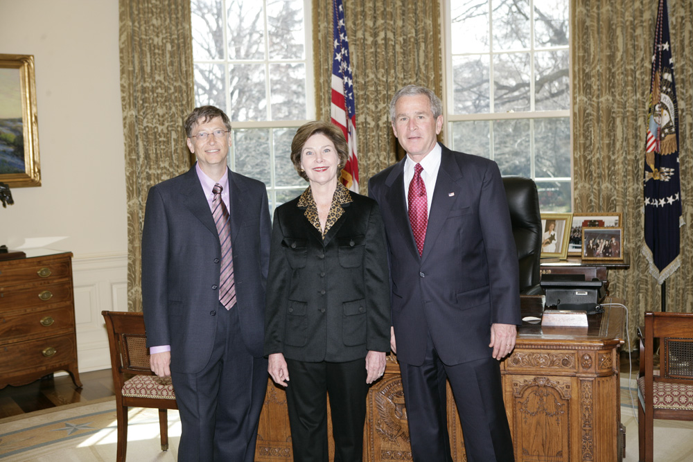 Lunch and Oval Office photo opportunity with Bill Gates and President George W. Bush on March 15, 2006. This event also included Mrs. Laura Bush and Mike Gerson.  M1Hi_j0206 (George W. Bush Presidential Library and Museum)