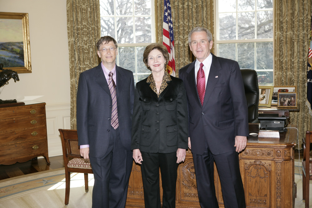 Lunch and Oval Office photo opportunity with Bill Gates and President George W. Bush on March 15, 2006. This event also included Mrs. Laura Bush and Mike Gerson.  M1Hi_j0208 (George W. Bush Presidential Library and Museum)