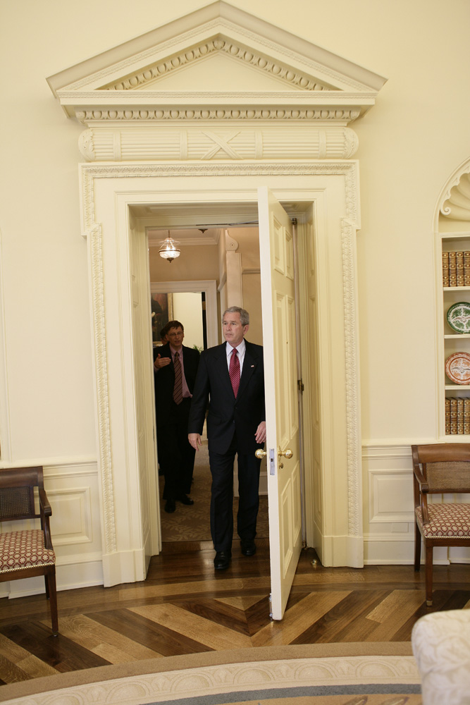 Lunch and Oval Office photo opportunity with Bill Gates and President George W. Bush on March 15, 2006. This event also included Mrs. Laura Bush and Mike Gerson.  M1Hi_j0238 (George W. Bush Presidential Library and Museum)