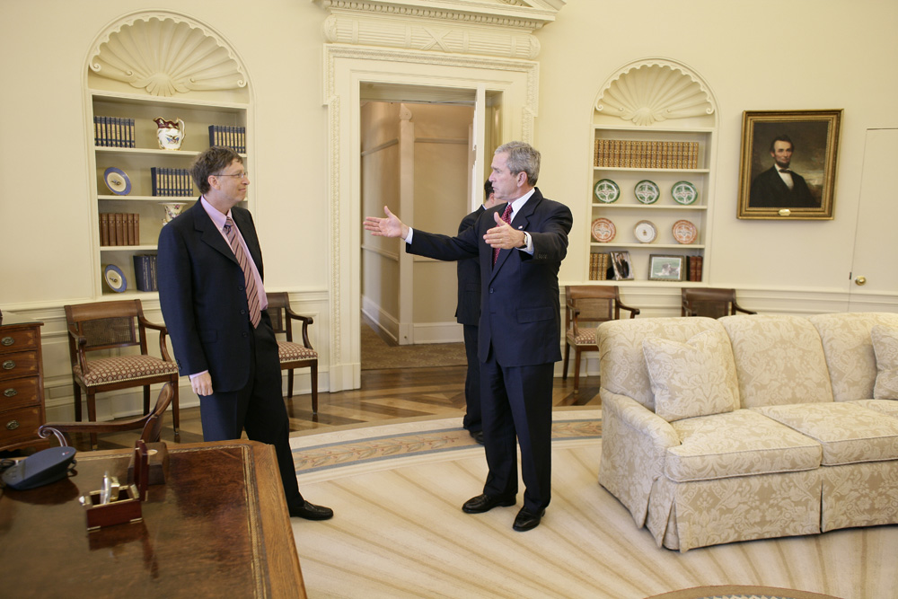 Lunch and Oval Office photo opportunity with Bill Gates and President George W. Bush on March 15, 2006. This event also included Mrs. Laura Bush and Mike Gerson.  M1Hi_j0248 (George W. Bush Presidential Library and Museum)