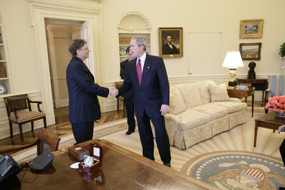 Lunch and Oval Office photo opportunity with Bill Gates and President George W. Bush on March 15, 2006. This event also included Mrs. Laura Bush and Mike Gerson.  M1Hi_j0252 (George W. Bush Presidential Library and Museum)