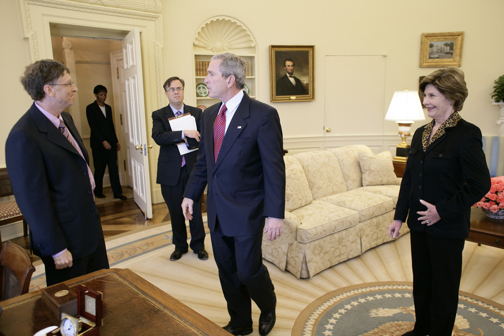Lunch and Oval Office photo opportunity with Bill Gates and President George W. Bush on March 15, 2006. This event also included Mrs. Laura Bush and Mike Gerson.  M1Hi_j0254 (George W. Bush Presidential Library and Museum)