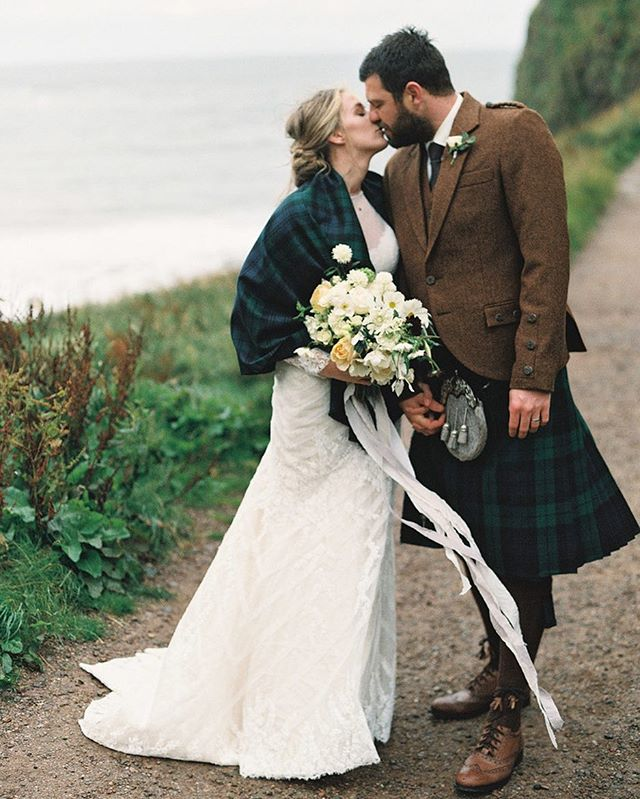 Cannot believe this was three years ago! Doing flowers in Scotland was an absolute dream of mine! Especially with such a good vendor team. 📷 @lauragordon 📋 @sara_weddingsparrow 🎥 @beforeyoureyescinema 👰🏼 @katiegrantphoto