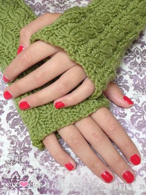 Quick Cable Wrist Warmers knitting pattern >