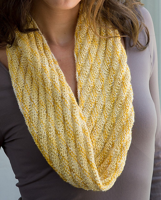 Spiral Cowl pattern by Heather Walpole