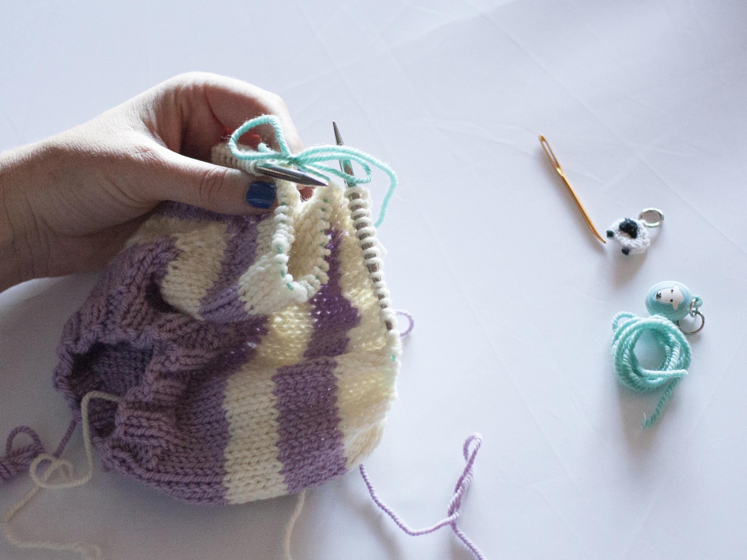 Waste yarn stitch holder