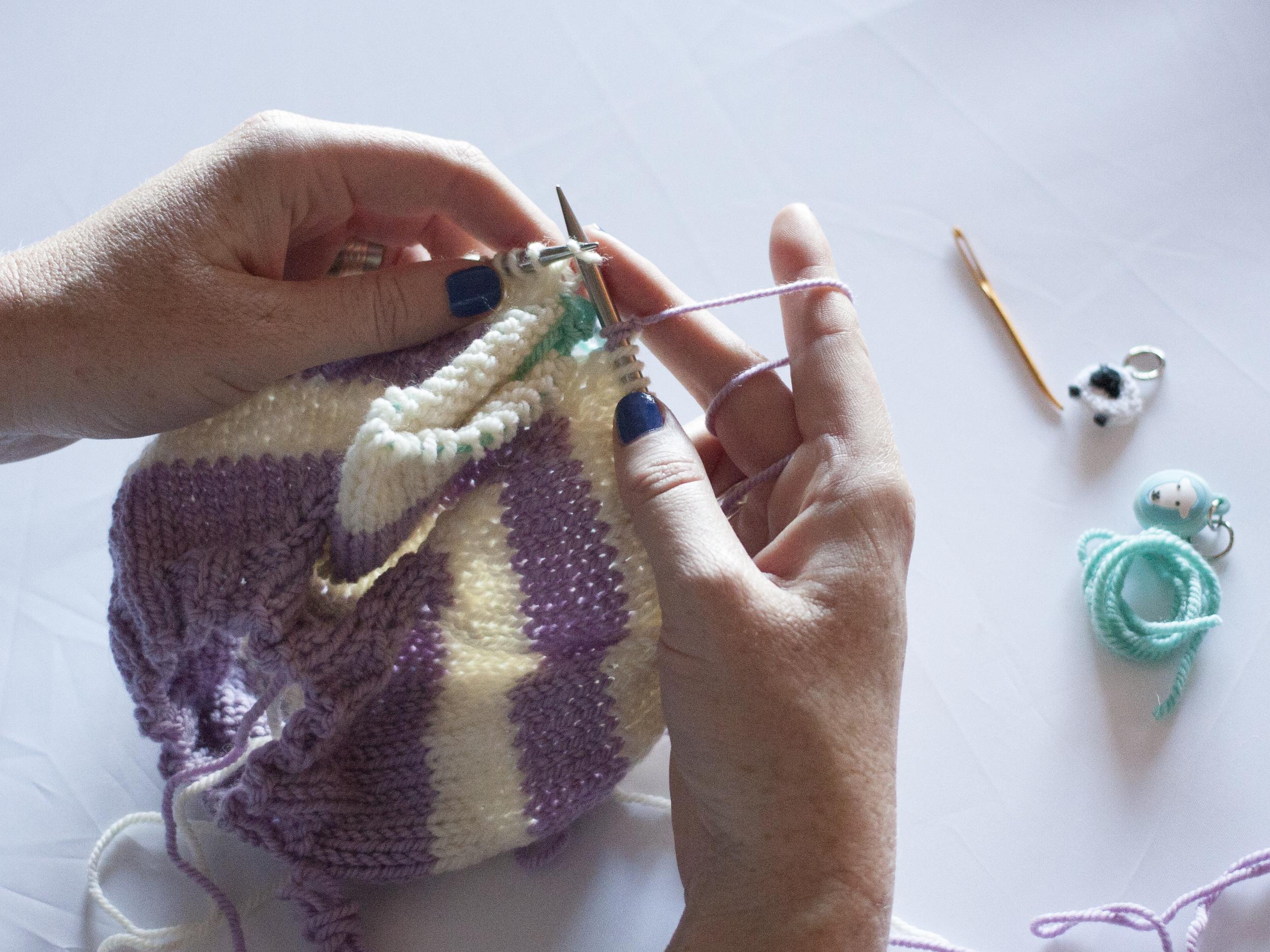 Knitting around the row