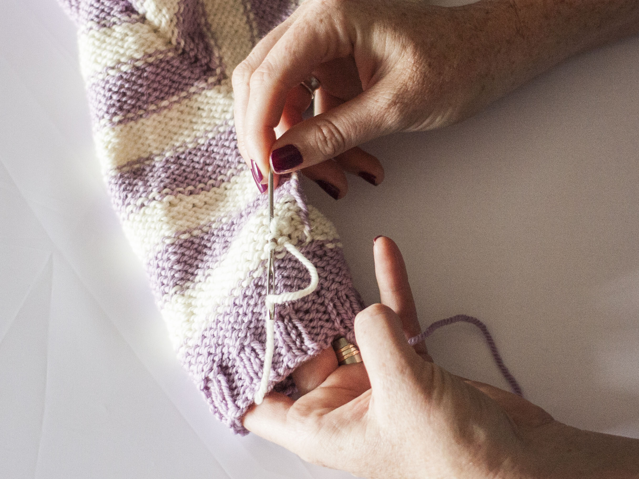 Weaving in ends in knitting