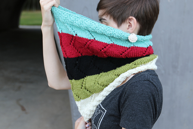 Refuge  FREE cowl knitting pattern designed by Sarah Jo Burch