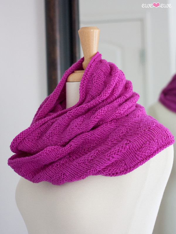 Freckles Infinity Scarf knitting pattern