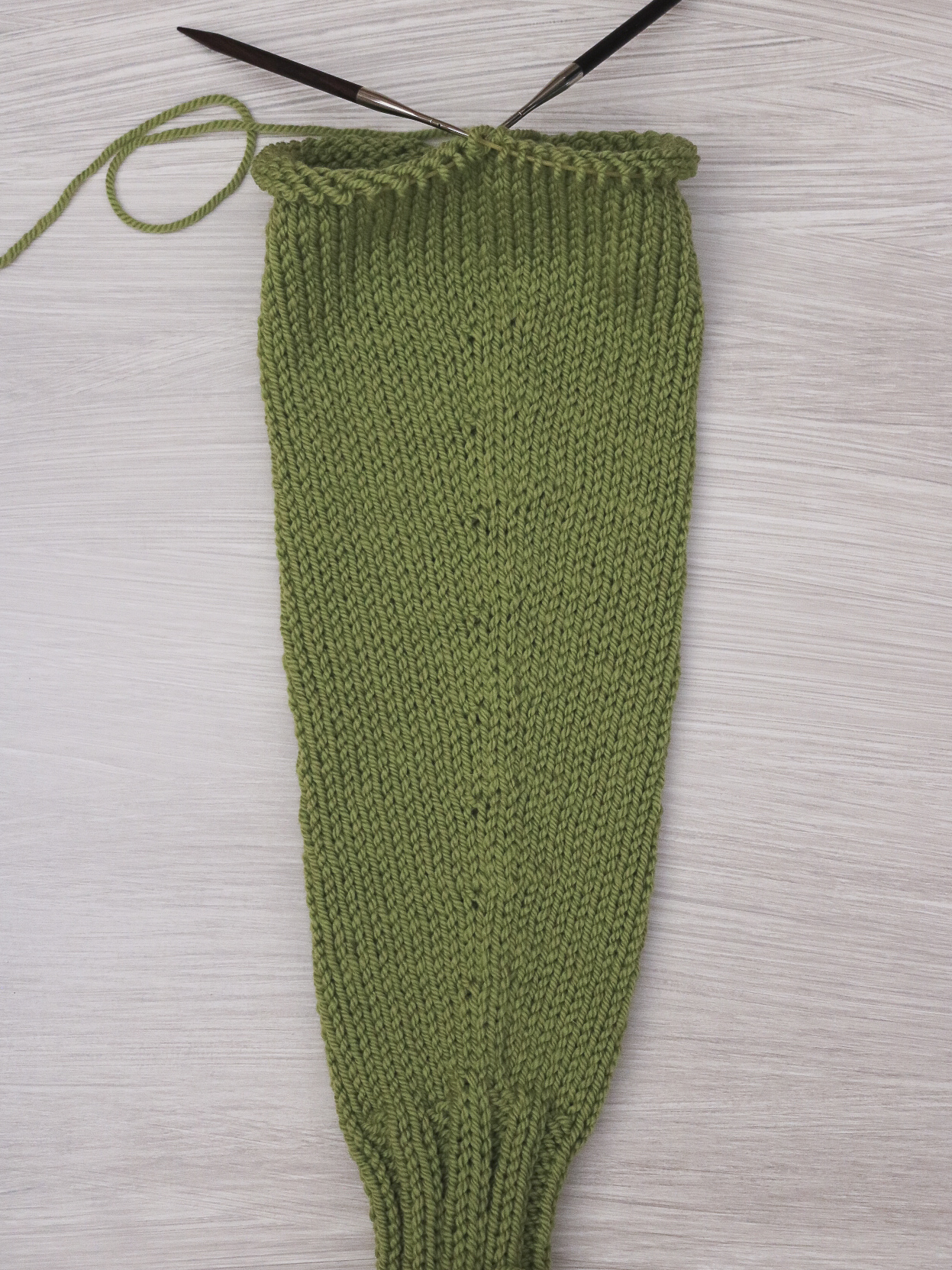 M1L and M1R increases on a knitted sleeve