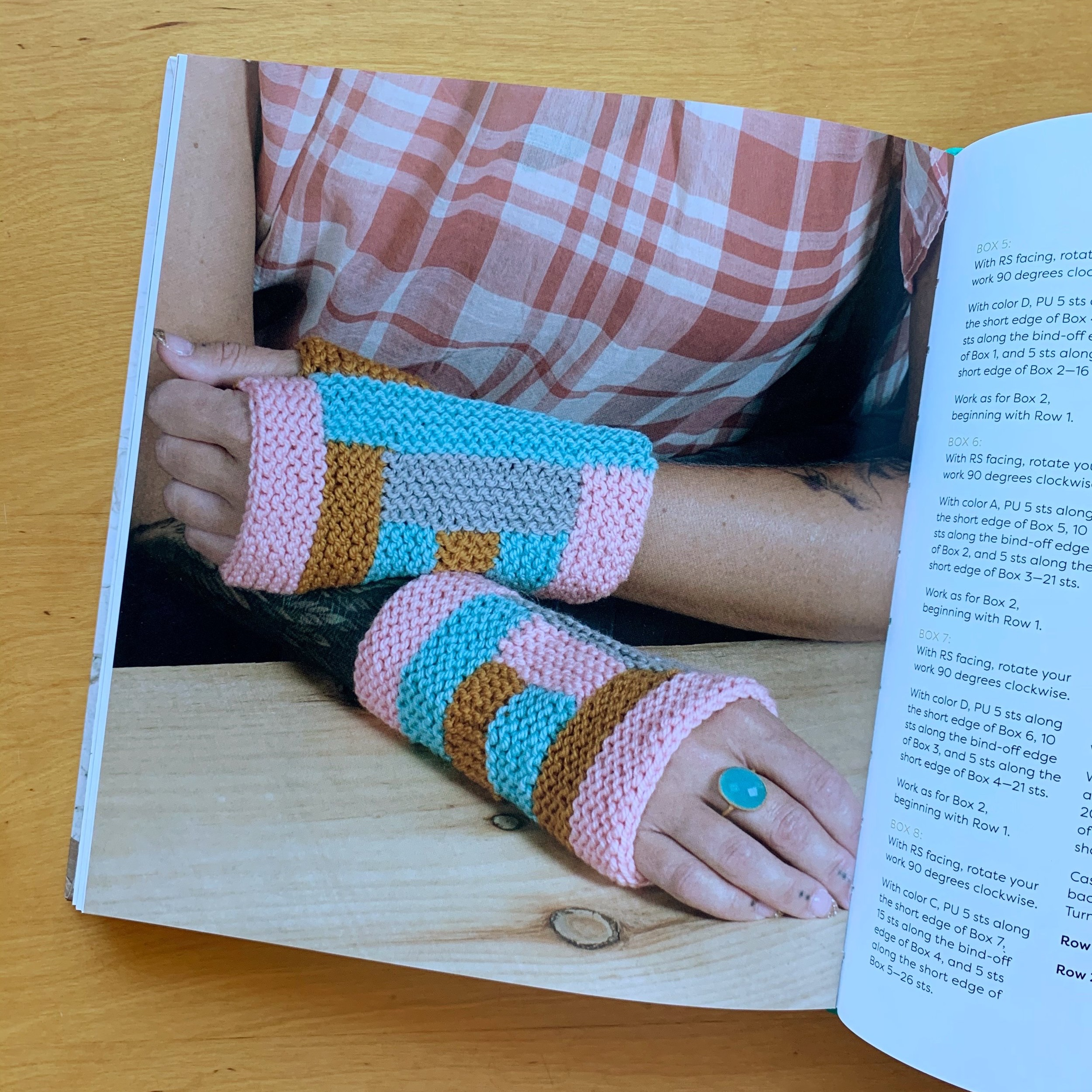 Wärme Mitts designed by Heather Walpole for  The Knit Vibe by Vickie Howell
