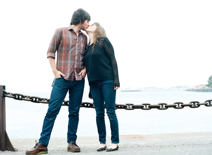 Sylvie-Gil-Engagement-Film-Photography-couple-outdoor-golden-gate-bridge-kiss.jpg