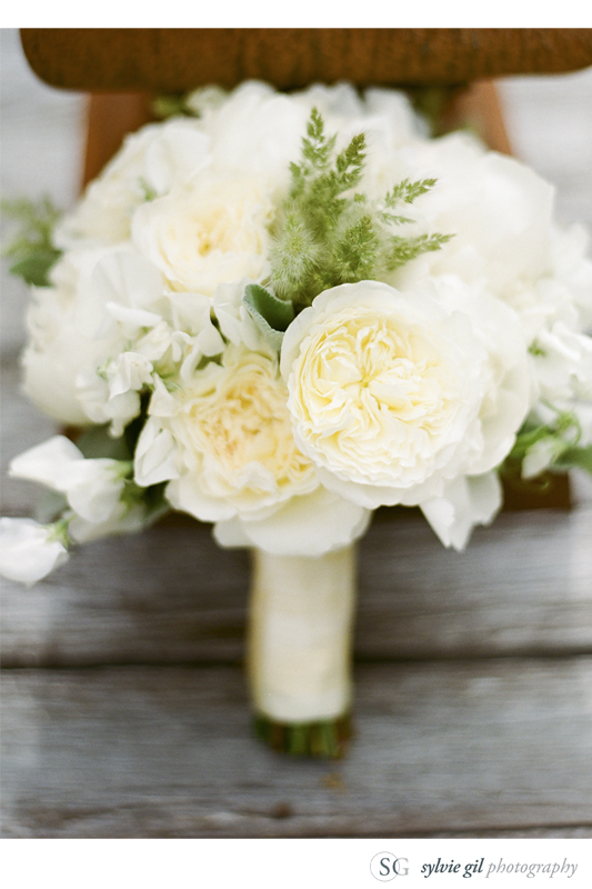 sylvie-gil-film-photography-outdoor-durham-ranch-flowers-bouquet-white-peonies