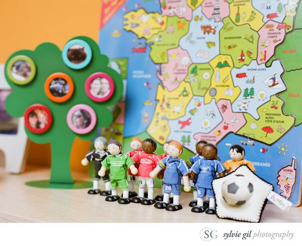 sylvie-gil-film-photography-portrait-family-baby-room-toys