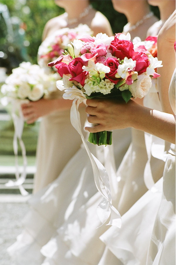sylvie-gil-film-photography-wedding-beaulieu-garden-napa-flowers-white-pink