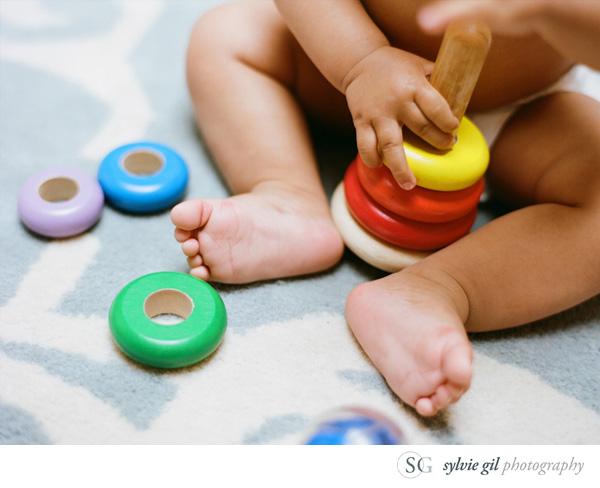 sylvie-gil-film-photography-portrait-family-baby-feet