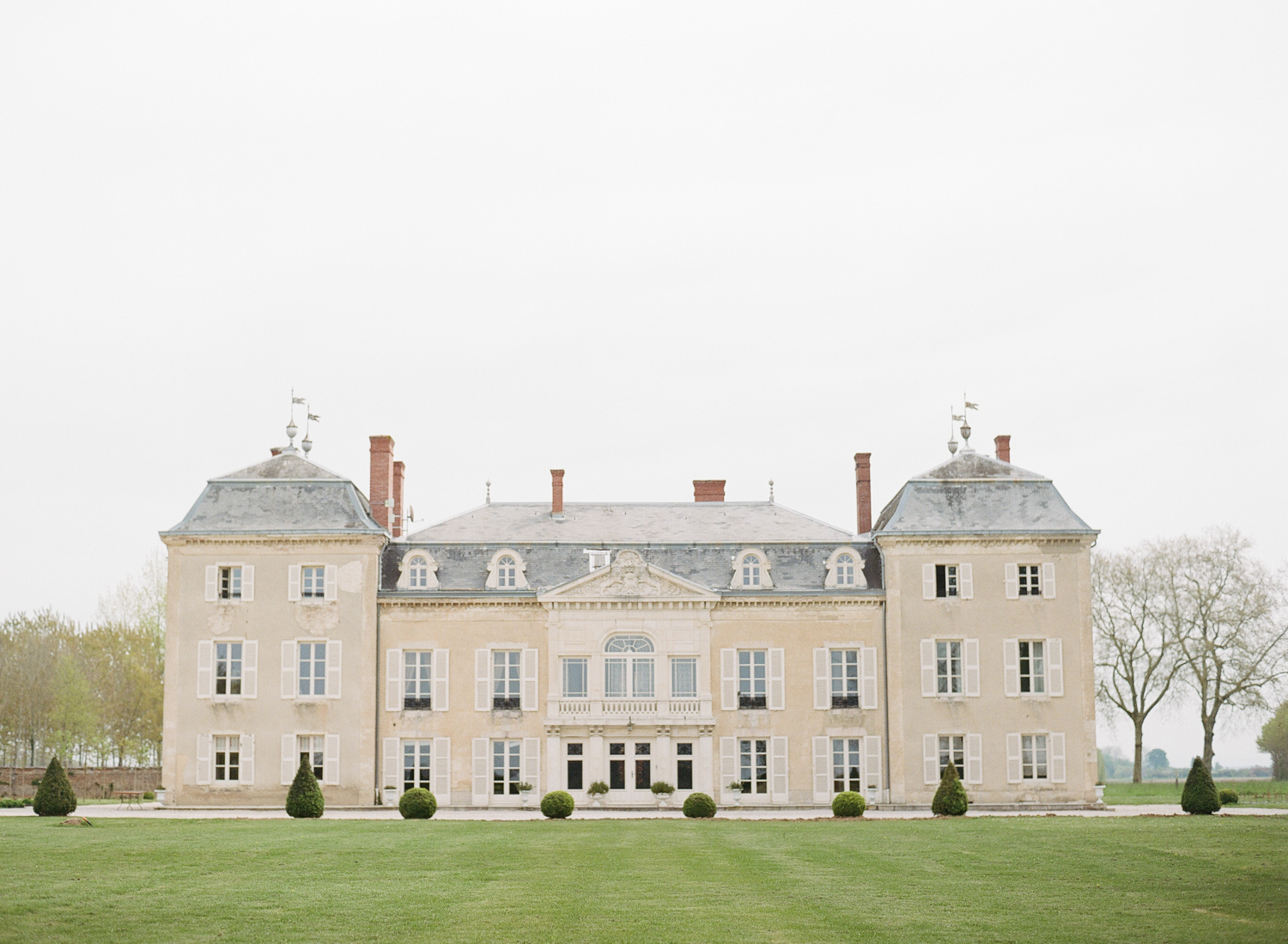 A wide view of the chateau in Burgundy, the location of Sylvie Gil's 2016 Workshop; photo by Sylvie Gil