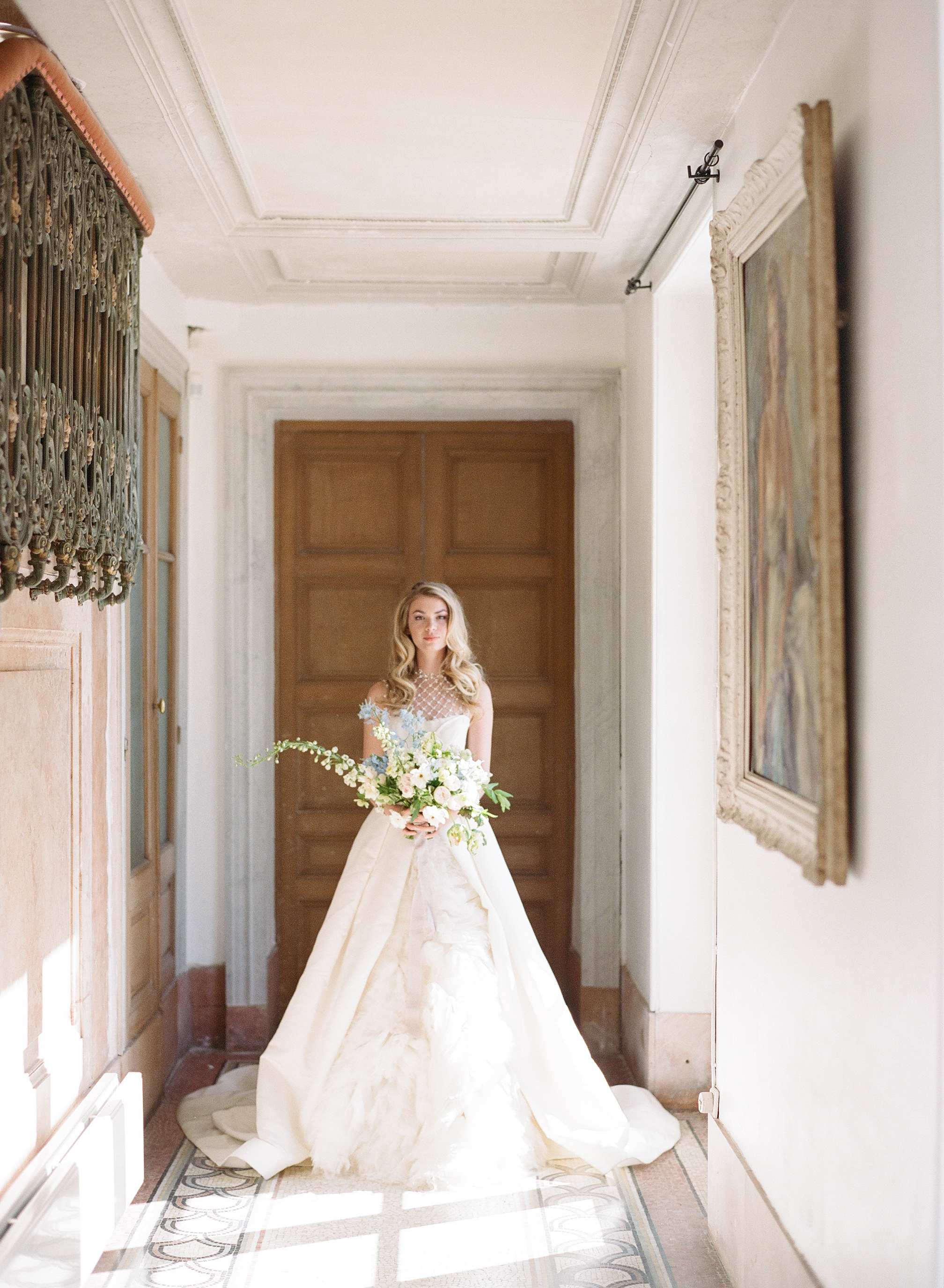Sylvie-Gil-film-destination-wedding-photography-2017-workshop-chateau-de-varennes-masquerade-burgundy-france-bride-bouquet