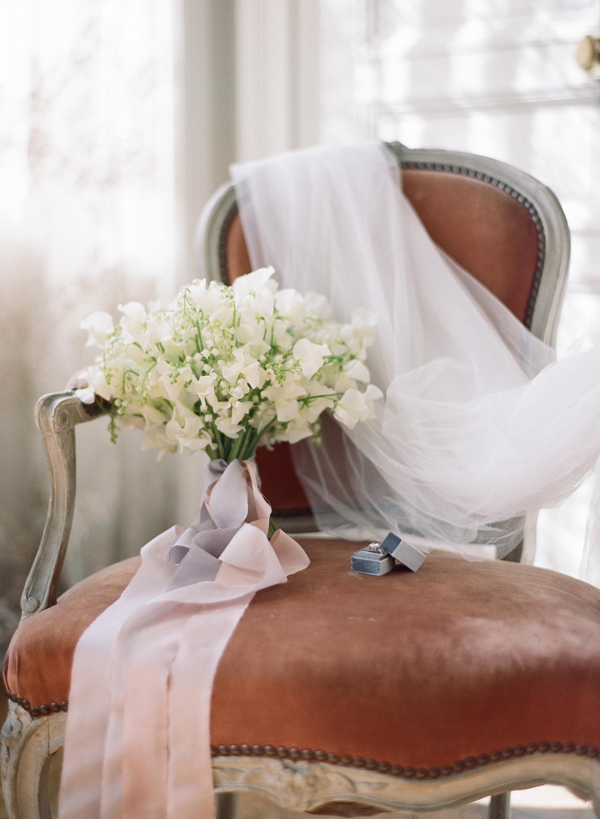 Sylvie-Gil-film-destination-wedding-photography-2017-workshop-chateau-de-varennes-masquerade-burgundy-france-bouquet-rings-tulle