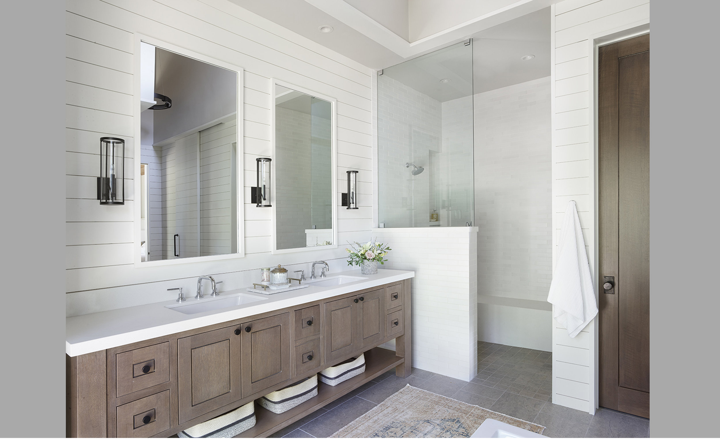 Contractor: Jim Morrison Construction Interiors: Walton Architecture + Engineering Photography: Paul Dyer Square Footage: 5,741 sf bedrooms: 5 bathrooms: 5.5