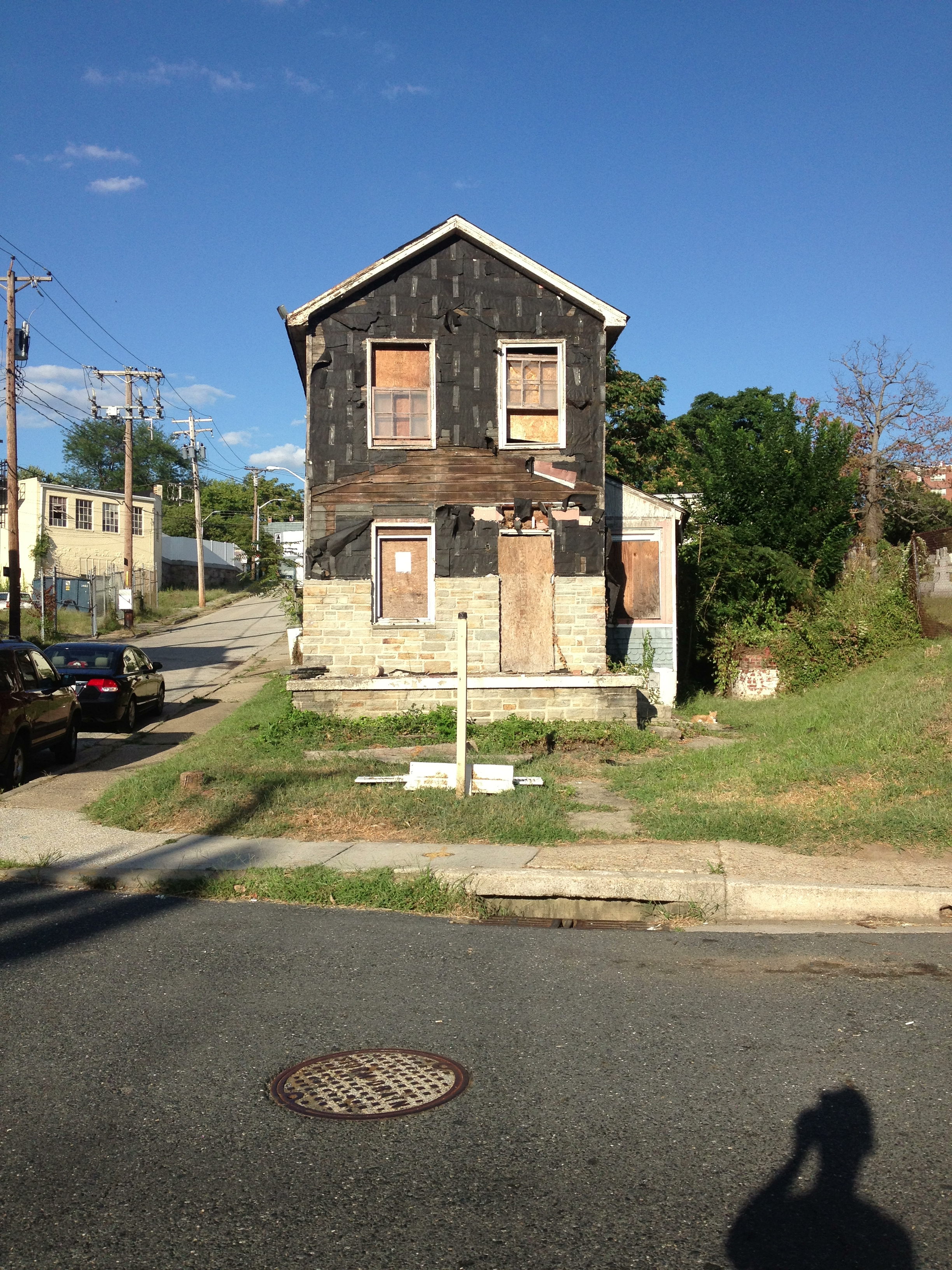 Abandoned house behind cemetery on Roland Avenue; since torn down.