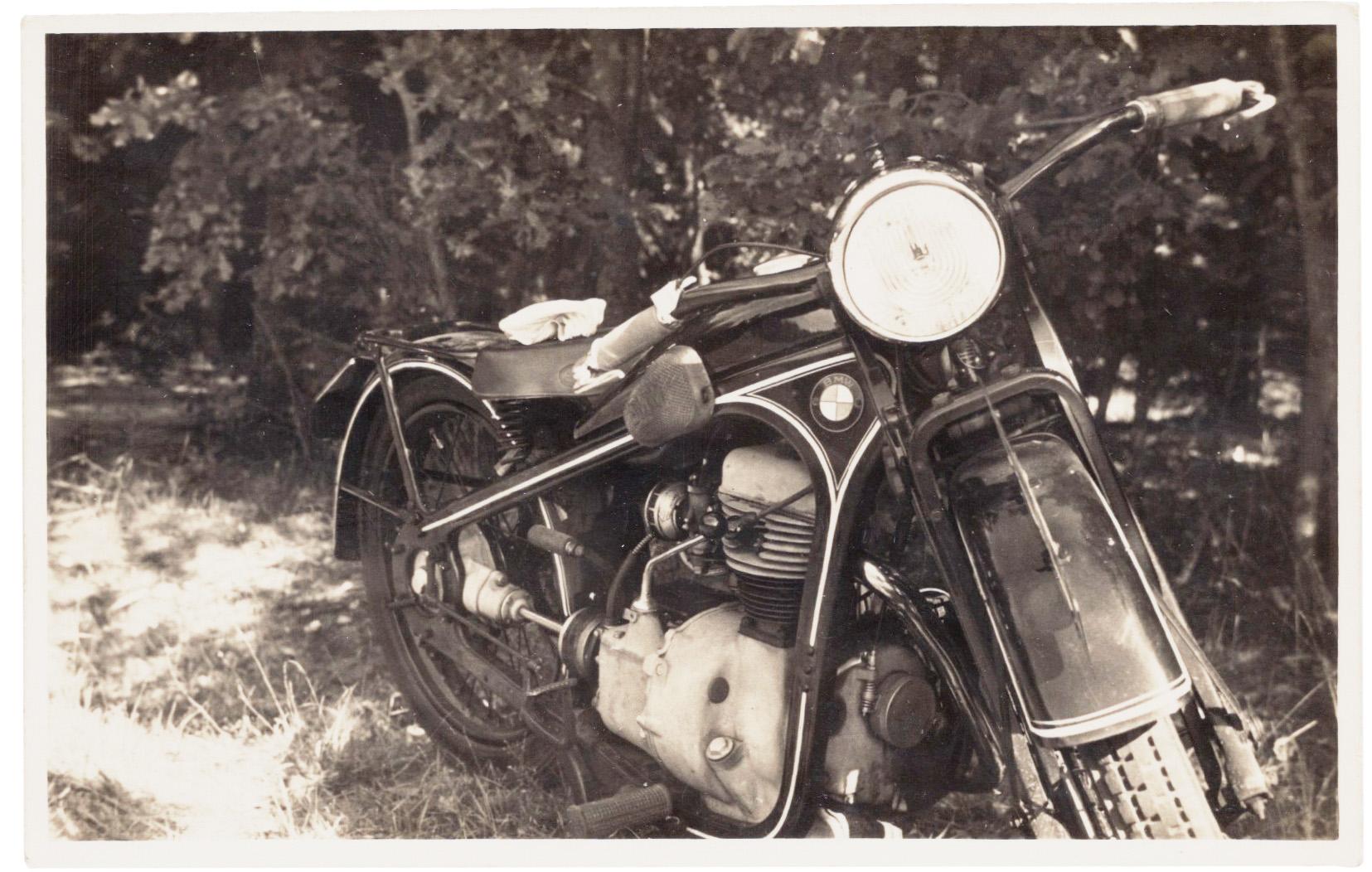 A motocicleta BMW (foto Gerhard Valentin, 1936).