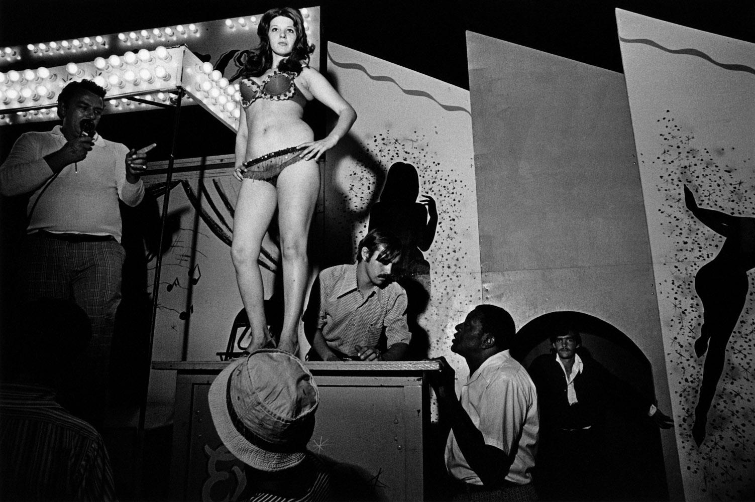 Série Strippers de Carnaval, Vermont 1973 • Crédito: Susan Meiselas