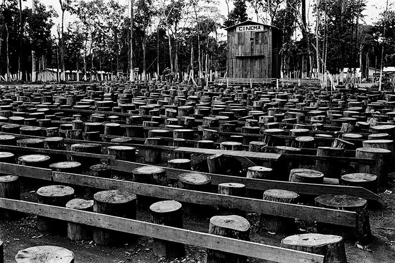 cinema-na-floresta-amazonica-acampamento-de-minas-de-ouro-cumaru-mato-grosso-1982-credito-walter-carvalho_p-1.jpg