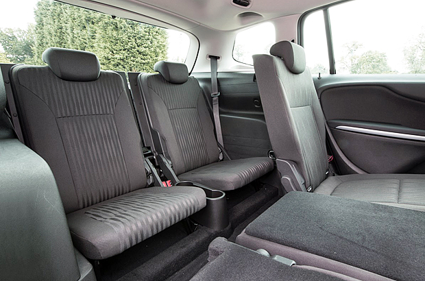 Easy to use 2 rear seats. Perfect when you need to carry extra passengers
