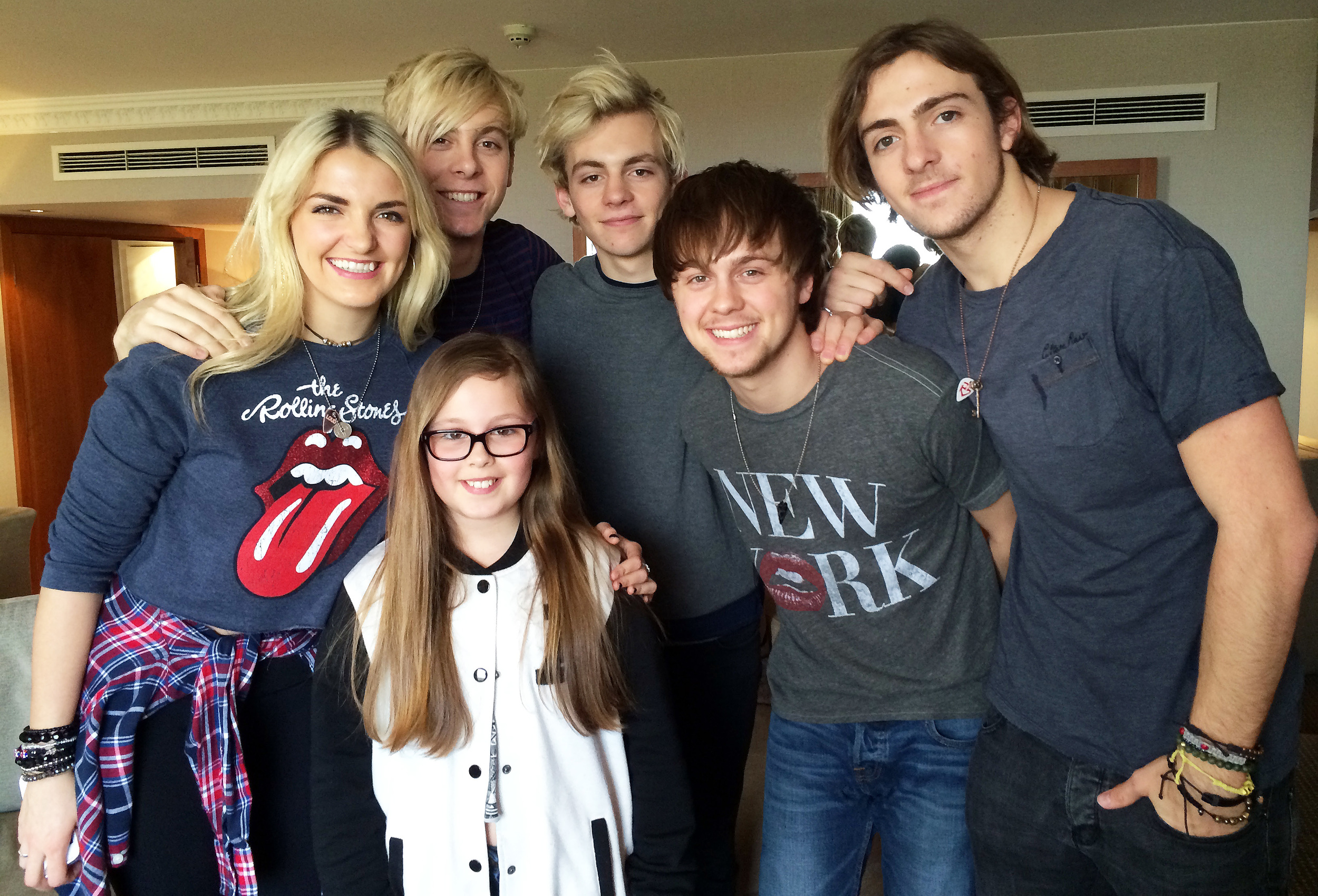 When Amber met R5, left to right: Rydel Lynch, Riker Lynch, Ross Lynch, Ellington Ratliff and Rocky Lynch