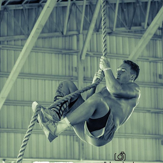 Tim-Mustion_ropeclimb_crossfit.jpg