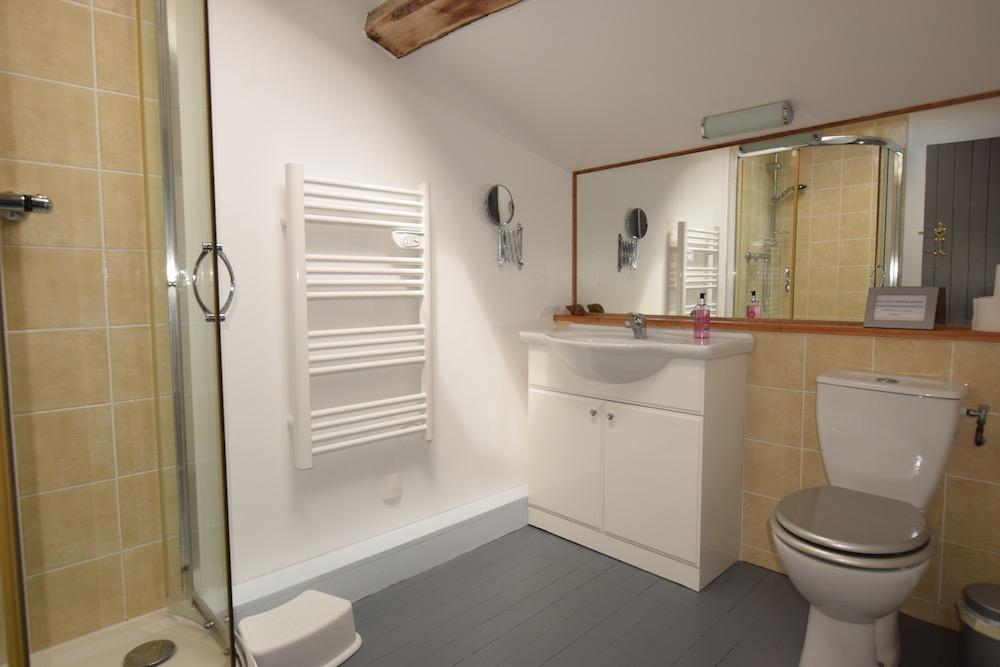 Lark Bathroom.jpg