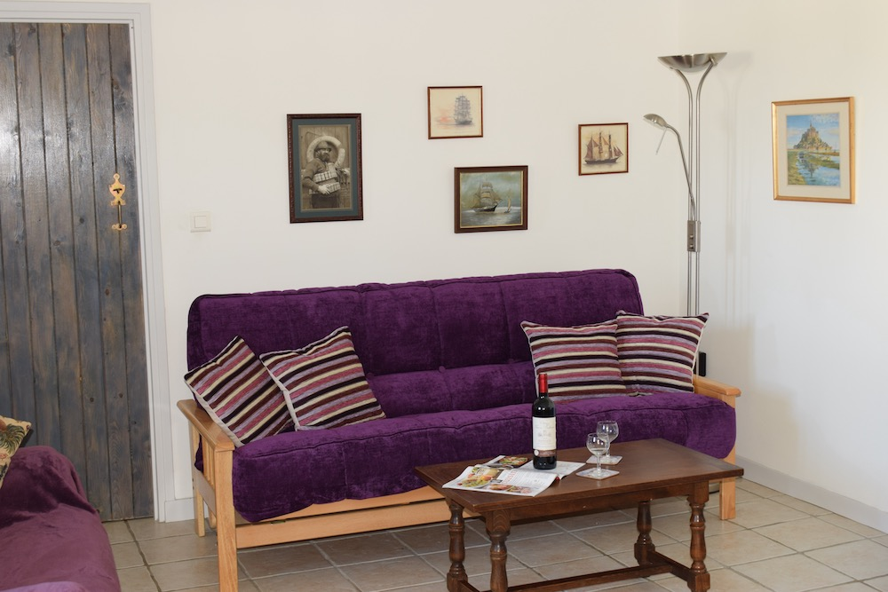 Robins Lounge.jpg