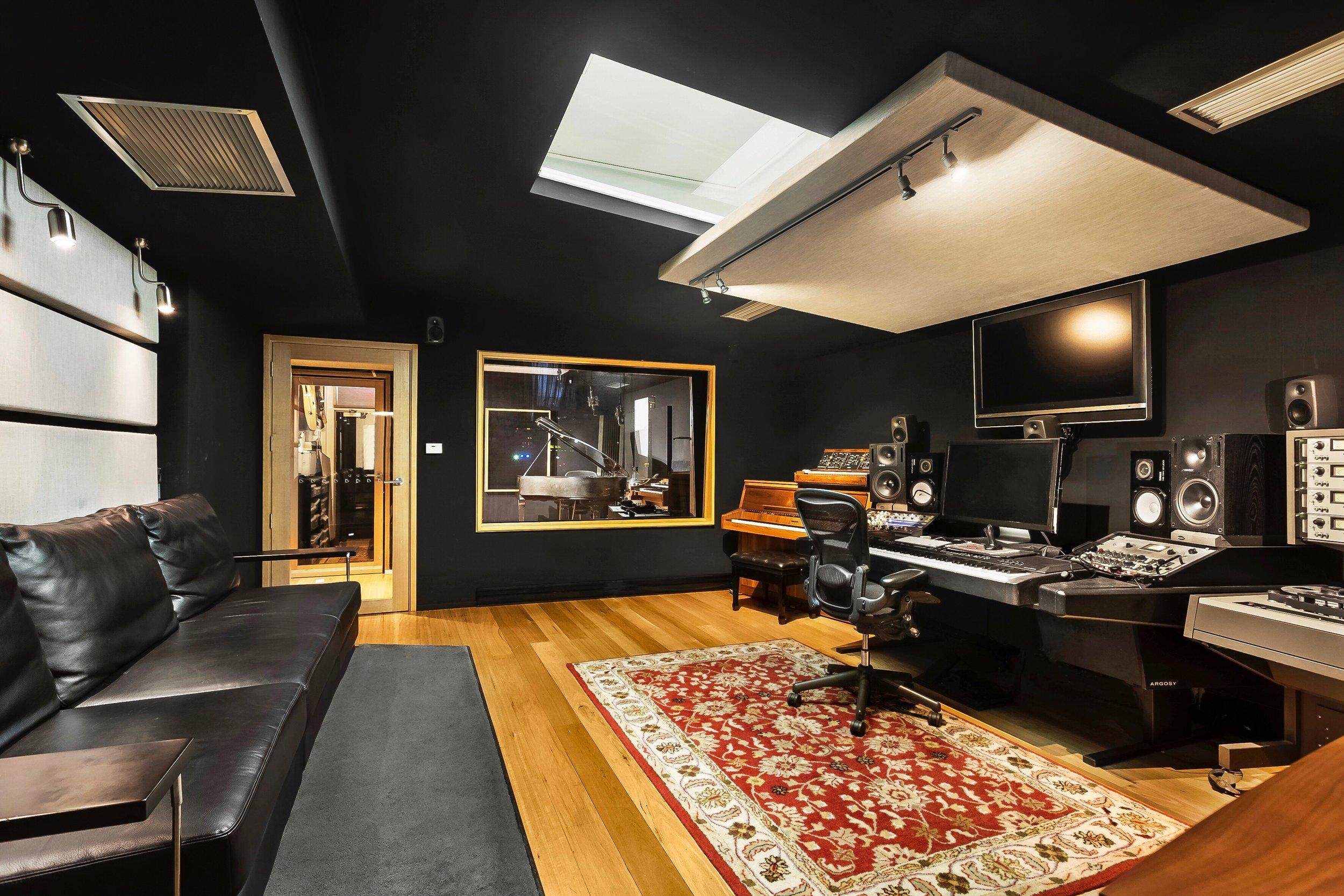01 Control Room 1.JPG